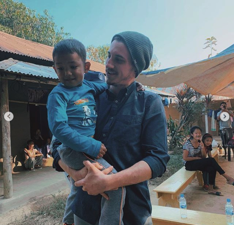 ywam-tyler-missionary-outreach-india-johnny-holding-kid