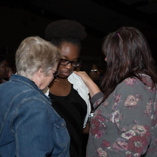 ywam-tyler-inpsire-worship-missions-conference-unearthed-praying
