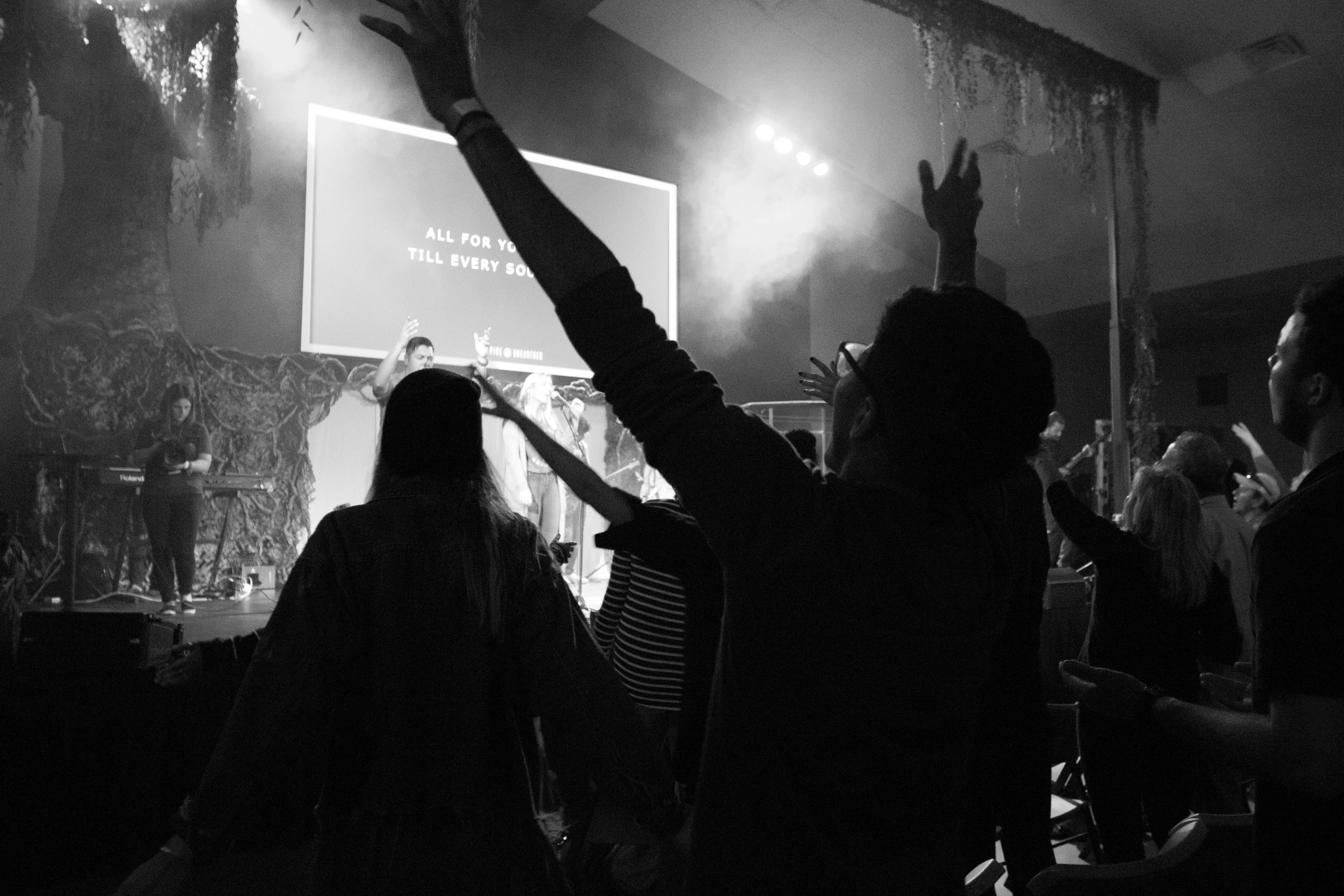 worship-ywam-missionary-people-inspire-hands