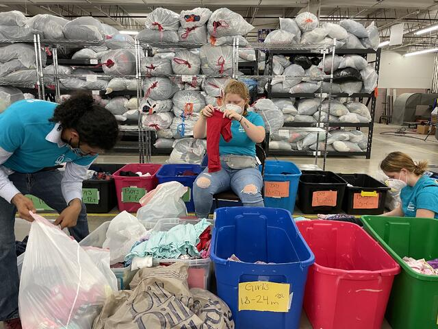 ywam tyler hope at the border sorting clothes kyra