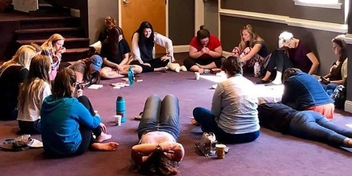 ywam-tyler-dts-july-2018-outreach-team-circle-prayer-2.jpg